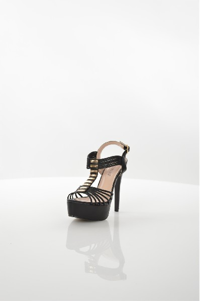 Босоножки TulipanoЖенская обувь<br>Босоножки Tulipano выполнены из мягкой искусственной кожи. Детали: ремешок на пряжке; золотистый декор на подъеме; платформа и высокая шпилька.<br> <br> Материал верха искусственная кожа<br> Внутренний материал искусственная кожа<br> Материал стельки искусственна...<br><br>Высота каблука: 13 см<br>Высота платформы: 4 см<br>Материал: Искусственная кожа<br>Сезон: МУЛЬТИ<br>Коллекция: (Справочник &quot;Номенклатура&quot; (Общие)): Весна-лето<br>Пол: Женский<br>Возраст: Взрослый<br>Цвет: Черный<br>Размер RU: 38