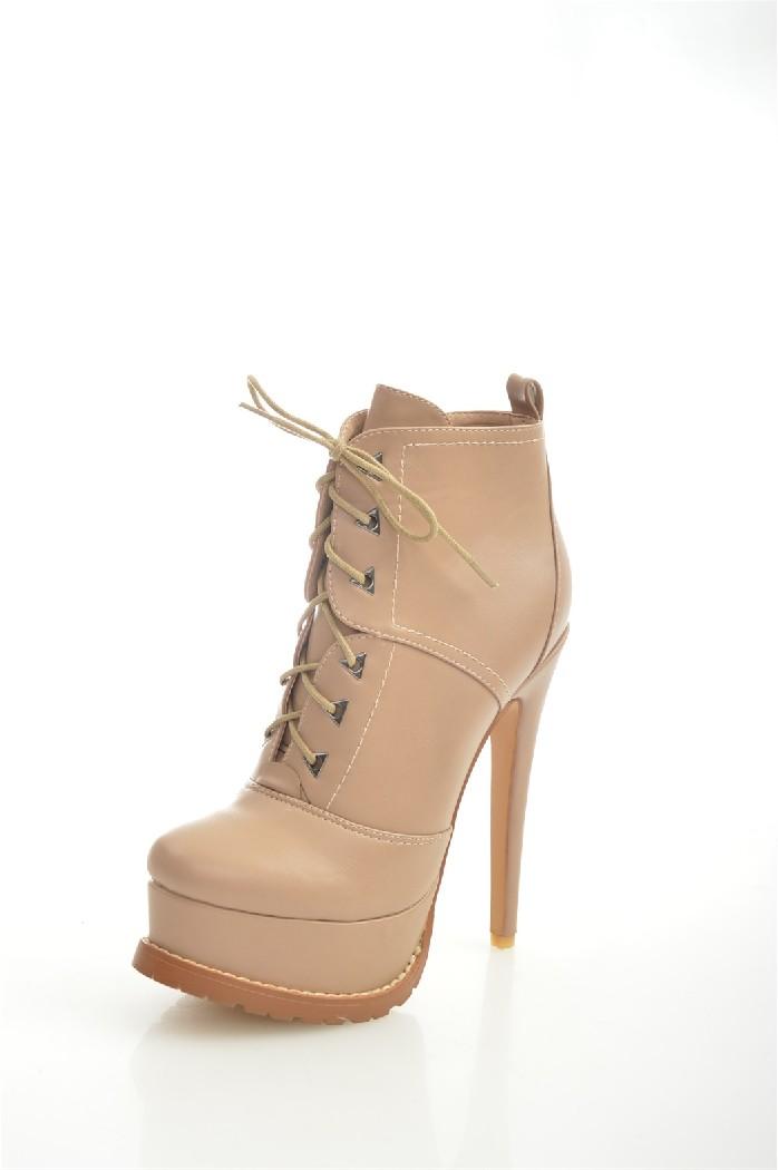 Ботильоны SUMMERGIRLЖенская обувь<br>Цвет: бежевый<br> Состав: экокожа 100%<br> <br> Вид застежки: Молния; Шнуровка<br> Материал подкладки обуви: байка<br> Габариты предмета (см): высота платформы: 4.5 см; высота каблука: 15.5 см<br> Материал подошвы обуви: тунит<br> Материал стельки: байка<br> Вид каблука: танкетка<br> Форма мыска: удлиненный<br> Вид мыска: закрытый<br> Сезон: демисезон<br> <br> Страна: Россия<br><br>Высота каблука: 15.5 см<br>Высота платформы: 4.5 см<br>Материал: Эко-кожа<br>Сезон: ВЕСНА/ОСЕНЬ<br>Коллекция: Осень-зима<br>Пол: Женский<br>Возраст: Взрослый<br>Цвет: Бежевый<br>Размер RU: 38
