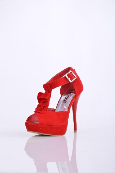 Ideal БосоножкиЖенская обувь<br>Эффектные женские босоножки от Ideal. Модель выполнена из искусственного велюра ярко-красного цвета и дополнена ремешком с оборкой на подъеме. Детали: внутренняя отделка и стелька из искусственной кожи, открытый носок, высокий каблук-шпилька.<br><br>Материал верха    искусственный велюр<br>Внутренний материал    искусственная кожа<br>Материал стельки    натуральная кожа<br>Материал подошвы    резина<br>Высота каблука: 13.5 см.<br>Высота платформы: 3 см<br>Страна: Россия<br><br>Высота каблука: 13.5 см<br>Высота платформы: 3 см<br>Материал: Искусственный велюр<br>Сезон: ЛЕТО<br>Коллекция: Весна-лето<br>Пол: Женский<br>Возраст: Взрослый<br>Размер RU: 38
