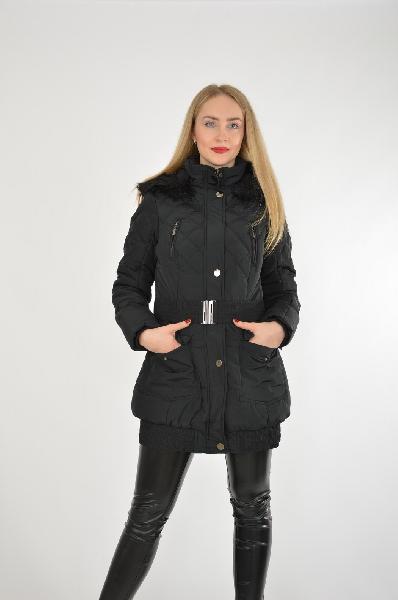 Куртка MohitoЖенская одежда<br>Цвет: черный<br> Состав: 100% полиамид<br> Описание: изделие выполнено из тонкой плащевой ткани на утеплённой подкладке, застёжка на молнию и кнопки, капюшон съёмный, в комплекте пояс, отделка - искусственный мех<br> Параметры изделия: для размера 36/42: обхват груди 84 см, длина рукава 65 см, обхват бёдер 92-94 см, длина изделия по спинке 77 см<br> Уход за изделием: химчистка<br> Страна: Польша<br><br>Материал: Полиамид<br>Сезон: ВЕСНА/ОСЕНЬ<br>Коллекция: Осень-зима<br>Пол: Женский<br>Возраст: Взрослый<br>Цвет: Черный<br>Размер INT: M