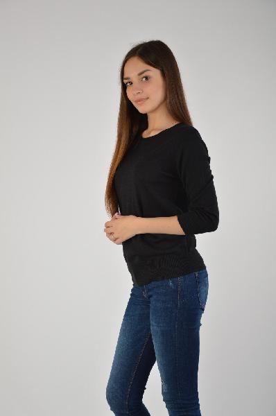 Джемпер ZarinaЖенская одежда<br>Практичный джемпер Zarina выполнен из тонкого вискозного трикотажа черного цвета. Детали: прилегающий силуэт, круглый вырез, рукава длиной 3/4, окантовка эластичной резинкой в рубчик.<br> <br> Состав 55% - Вискоза, 45% - Полиэстер<br> Длина по спинке 58 см<br> Дл...<br><br>Материал: Вискоза<br>Сезон: МУЛЬТИ<br>Коллекция: (Справочник &quot;Номенклатура&quot; (Общие)): Осень-зима<br>Пол: Женский<br>Возраст: Взрослый<br>Цвет: Черный<br>Размер INT: L