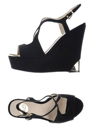 Босоножки EXEЖенская обувь<br>Описание: алькантара, аппликации из металла, одноцветное изделие, пряжка, скругленный носок, подошва из экокожи, обтянутый каблук <br> <br> Высота каблука: 13 см <br> Высота платформы: 4 см <br>Страна: Италия<br><br>Высота каблука: 13 см<br>Высота платформы: 4 см<br>Материал: Текстильное волокно<br>Сезон: ЛЕТО<br>Коллекция: Весна-лето<br>Пол: Женский<br>Возраст: Взрослый<br>Цвет: Черный<br>Размер RU: 37