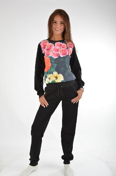 Костюм спортивный Grand StyleЖенская одежда<br>Спортивный костюм Grand Style состоит из свитшота и брюк, выполненных из мягкого хлопкового трикотажа черного цвета с махровой внутренней отделкой. Детали: свитшот прямого кроя, гладкая вставка спереди декорирована принтом розами, брюки зауженного кроя с ...<br><br>Материал: Хлопок<br>Сезон: МУЛЬТИ<br>Коллекция: (Справочник &quot;Номенклатура&quot; (Общие)): Весна-лето<br>Пол: Женский<br>Возраст: Взрослый<br>Цвет: Черный<br>Размер INT: XL