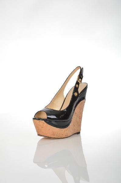 Босоножки CVCoverЖенская обувь<br>Состав: натуральная кожа<br> <br> Великолепные, лаковые босоножки не оставят равнодушной ни одну модницу. Модель на высокой пробковой танкетке и платформе. Изделие с застежкой на металлическую пряжку. Материал подкладки: натуральная кожа.<br> Высота каблука: 16 см.<br> Высота платформы: 5 см<br>Страна: Россия<br><br>Высота каблука: 16 см<br>Высота платформы: 5 см<br>Материал: Натуральная кожа<br>Сезон: ЛЕТО<br>Коллекция: Весна-лето<br>Пол: Женский<br>Возраст: Взрослый<br>Цвет: Черный<br>Размер RU: 38