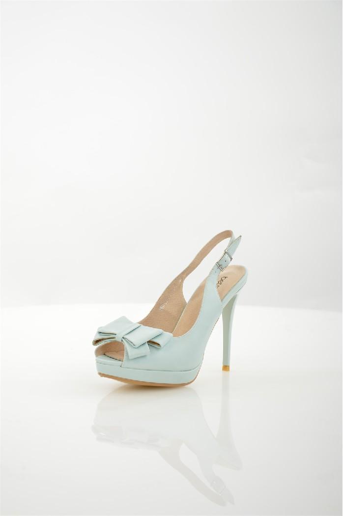 Босоножки BetsyЖенская обувь<br>Цвет: голубой<br> Состав: искусственная кожа 100%<br> <br> Вид застежки: Пряжка<br> Фактура материала: ажурный<br> Материал подошвы: Полимер<br> Материал подкладки обуви: натуральная кожа<br> Габариты предмета: высота платформы; высота каблука; высота подошвы: 1 см<br> Материал подкладки: натуральная кожа<br> Материал подошвы обуви: полимер<br> Материал стельки: натуральная кожа<br> Тип подошвы: рифленая<br> Сезон: лето<br> <br> Страна: Соединенное Королевство<br><br>Высота каблука: 12 см<br>Материал: Искусственная кожа<br>Сезон: ЛЕТО<br>Коллекция: Весна-лето<br>Пол: Женский<br>Возраст: Взрослый<br>Цвет: Голубой<br>Размер RU: 38
