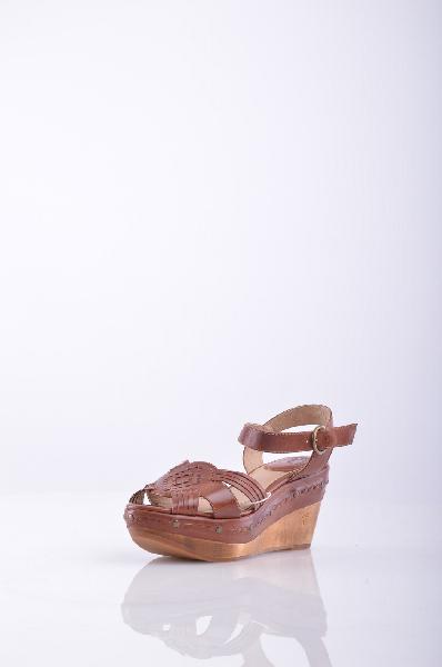 FRYE СандалииЖенская обувь<br>Описание: боковая пряжка закрытие, круглый toeline, без аппликаций, кожа/резиновая подошва, покрытые Клин, однотонное изделие.<br>Высота каблука: 9 см.<br>Высота платформы: 4.5 см<br>Страна: США<br><br>Высота каблука: 9 см<br>Высота платформы: 4.5 см<br>Материал: Натуральная кожа<br>Сезон: ЛЕТО<br>Коллекция: Весна-лето<br>Пол: Женский<br>Возраст: Взрослый<br>Цвет: Коричневый<br>Размер RU: 37