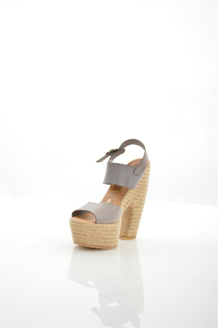 Эспадрильи DalsonЖенская обувь<br>Описание: сплошной цвет, боковая пряжка, круг, кружево, без аппликаций, резиновая подошва, широкий банан каблук.<br> <br> Высота каблука: 16 см.<br> Высота платформы: 5 см <br> <br> Страна: Испания<br><br>Высота каблука: 16 см<br>Высота платформы: 5 см<br>Материал: Натуральная кожа<br>Сезон: ЛЕТО<br>Коллекция: Весна-лето<br>Пол: Женский<br>Возраст: Взрослый<br>Цвет: Серый<br>Размер RU: 38