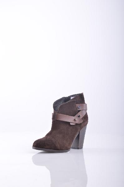Ботильоны CARMENSЖенская обувь<br>Описание: замша, ремешки, одноцветное изделие, молния, скругленный носок, внутри на подкладке, резиновая подошва, деревянный каблук. <br> <br> Высота каблука: 9 см <br> Объём голени: 29 см <br> Высота голенища / задника: 10 см <br> <br> Страна: Италия<br><br>Высота каблука: 9 см<br>Объем голени: 29 см<br>Высота голенища / задника: 10 см<br>Материал: Натуральная кожа<br>Сезон: ВЕСНА/ОСЕНЬ<br>Коллекция: Весна-лето<br>Пол: Женский<br>Возраст: Взрослый<br>Цвет: Коричневый<br>Размер RU: 37
