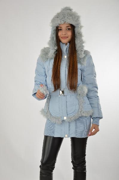 Пуховик MIRAGEЖенская одежда<br>Цвет: голубой<br><br>Состав: верх - 100% полиэстер, подкладка - 100% полиэстер, утеплитель - 70% пух, 30% перо, 180 г., овчина крашеная - кулган<br><br>Описание: экстравагантный пуховик из трендов высокой моды с натуральным съемным мехом кулгана. Благодаря съемной баске фигура приобретает женственный и четкий силуэт. Модель дополнена съемным капюшоном-шапкой на кулиске, а также эластичным поясом с широкой пряжкой.<br> Уход за изделием: бережная стирка при 30 °С (указан на ярлыке изделия)<br><br>Страна дизайна: Россия, Италия<br><br>Материал: Полиэстер<br>Сезон: ЗИМА<br>Коллекция: Осень-зима<br>Пол: Женский<br>Возраст: Взрослый<br>Цвет: Голубой<br>Размер INT: S