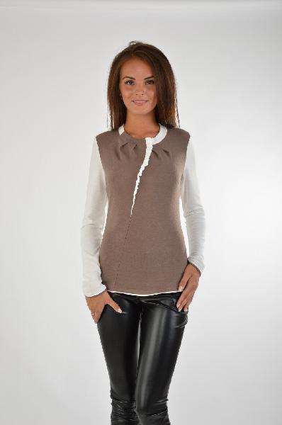 Джемпер GlossЖенская одежда<br>Джемпер бежевого цвета с ассиметричным кроем имеет длинные рукава в белом цвете. Изделие выполнено из плотно прилегающей ткани, которая хорошо тянется. Модель отлично подойдет для создания образов в стиле smart casual.<br><br> Цвет: какао, молочный<br><br><br> Состав: 60% акрил, 35% вискоза, 5% лайкра<br><br><br> Параметры изделия: 42/48 - грудь 98 см, талия 77 см, бедра 104 см<br><br><br> Уход за изделием: глажка, ручная стирка, сухую чистку не применять<br><br><br> Страна дизайна: Россия<br><br><br> Страна производства: Россия<br><br><br> Товар сертифицирован.<br><br>Материал: Акрил<br>Сезон: МУЛЬТИ<br>Коллекция: Весна-лето<br>Пол: Женский<br>Возраст: Взрослый<br>Цвет: Разноцветный<br>Размер INT: S