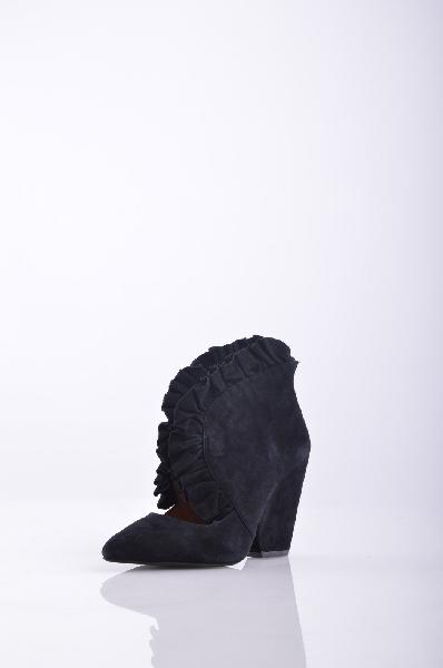 JEFFREY CAMPBELL Полусапоги и высокие ботинкиЖенская обувь<br>Описание: Замша, одноцветное изделие, молния, узкий носок, резиновая подошва, обтянутый каблук, без аппликаций. <br><br> Высота каблука: 10 см<br><br><br> Объем голени: 31 см<br><br><br> Высота голенища / задника: 10 см<br><br><br> Страна: США<br><br>Высота каблука: 10 см<br>Объем голени: 31 см<br>Высота голенища / задника: 10 см<br>Материал: Натуральная кожа<br>Сезон: МУЛЬТИ<br>Коллекция: Весна-лето<br>Пол: Женский<br>Возраст: Взрослый<br>Цвет: Черный<br>Размер RU: 38