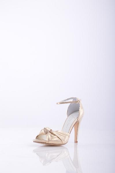 Босоножки MARIANЖенская обувь<br>Описание: эффект ламинирования, однотонное изделие, застежки-пряжки по бокам , скругленный носок , без аппликаций, кожаная подошва , обтянутый каблук-стилет. <br><br>Высота каблука: 10.5 см. <br>Страна: Испания<br><br>Высота каблука: 10.5 см<br>Материал: Натуральная кожа<br>Сезон: ЛЕТО<br>Коллекция: Весна-лето<br>Пол: Женский<br>Возраст: Взрослый<br>Цвет: Бежевый<br>Размер RU: 38