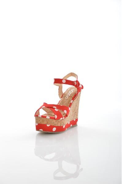 Босоножки Go-GoЖенская обувь<br>Босоножки Go-Go выполнены из плотного текстиля. Детали: застежка на пряжке; внутренняя отделка из искусственной кожи; подошва из резины; узор в горох.<br> <br> Материал верха текстиль<br> Внутренний материал искусственная кожа<br> Материал стельки искусственный м...<br><br>Высота каблука: 12.5 см<br>Высота платформы: 4.5 см<br>Материал: Текстиль<br>Сезон: ЛЕТО<br>Коллекция: (Справочник &quot;Номенклатура&quot; (Общие)): Весна-лето<br>Пол: Женский<br>Возраст: Взрослый<br>Цвет: Красный<br>Размер RU: 37