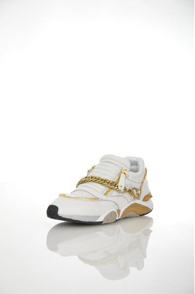 Кроссовки AshЖенская обувь<br>Кроссовки от Ash. Модель спортивного стиля выполнена из натуральной мягкой кожи белоснежного цвета с перфорированным узором и декорирована золотистыми молниями и массивной золотистой цепью. Особенности: подкладка из дышащего текстиля, функциональные молнии на подъеме, рельефная подошва.<br> <br> Цвет: белый<br> Сезон: Мульти<br> Коллекция: Весна-лето<br> Детали обуви: 3D текстура, металл, перфорация<br> Материал верха: натуральная кожа<br> Внутренний материал: текстиль<br> Материал стельки: натуральная кожа<br> Материал подошвы: искусственный материал<br> Страна: Италия<br><br>Высота каблука: Без каблука<br>Материал: Натуральная кожа<br>Сезон: МУЛЬТИ<br>Коллекция: Весна-лето<br>Пол: Женский<br>Возраст: Взрослый<br>Цвет: Белый<br>Размер RU: 37