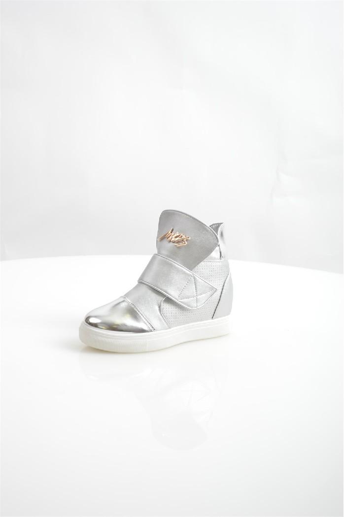 Сникеры TrastaЖенская обувь<br>Цвет: серебристый<br> Состав: искусственный материал 100%<br> <br> Фактура материала: гладкий<br> Материал подкладки обуви: Искусственный материал<br> Габариты предмета (см): высота платформы: 1 см; высота каблука: 7 см<br> Материал подошвы обуви: искусственный материал<br> Материал стельки: искусственный материал<br> Сезон: демисезон<br> <br> Страна бренда: Россия<br> Страна производитель: Россия<br><br>Высота каблука: 7 см<br>Высота платформы: 1 см<br>Материал: Искусственная кожа<br>Сезон: ВЕСНА/ОСЕНЬ<br>Коллекция: Весна-лето<br>Пол: Женский<br>Возраст: Взрослый<br>Цвет: Серый<br>Размер RU: 38