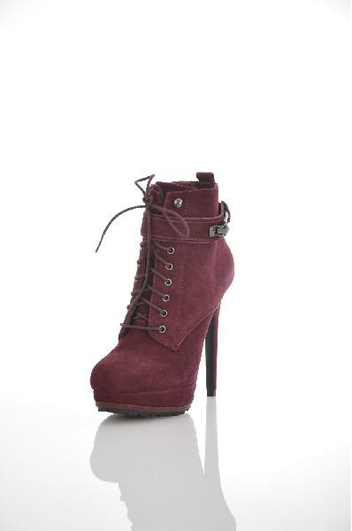 Ботильоны AldoЖенская обувь<br>Ботильоны Aldo на высоком каблуке. Верх модели выполнен в бордовом цвете из натурального спилка. Детали: подкладка из искусственной кожи; стелька из натуральной кожи; шнуровка; ремешок на липучке; застежка на молнию с внутренней стороны.<br> <br> Материал вер...<br><br>Высота каблука: 14 см<br>Высота голенища / задника: 10 см<br>Материал: Спилок<br>Сезон: ВЕСНА/ОСЕНЬ<br>Коллекция: (Справочник &quot;Номенклатура&quot; (Общие)): Осень-зима<br>Пол: Женский<br>Возраст: Взрослый<br>Цвет: Бордовый<br>Размер RU: 37.5
