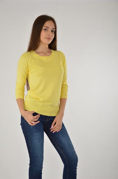 Джемпер ZarinaЖенская одежда<br>Яркий джемпер Zarina выполнен из тонкого вискозного трикотажа желтого цвета. <br>Детали: прилегающий силуэт, круглый вырез, рукава длиной 3/4, окантовка эластичной резинкой в рубчик.<br> <br> Состав 55% - Вискоза, 45% - Полиэстер<br> Длина по спинке 58 см<br> Длина рукава 43 см<br> Страна: Россия<br><br>Материал: Вискоза<br>Сезон: МУЛЬТИ<br>Коллекция: Осень-зима<br>Пол: Женский<br>Возраст: Взрослый<br>Цвет: Желтый<br>Размер INT: M