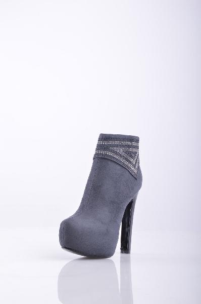 Полусапожки, 1to3Женская обувь<br>Очаровательные полусапожки с закругленной формой мыска и с застежкой на молнию. Изделие украшено декоративными элементами. Высокий устойчивый каблук подчеркнет длину и стройность Ваших ног. Материал подкладки - Искусственный мех.<br>Высота каблука: 14 см<br>Высота платформы: 5 см<br>Высота голени: 27 см<br>Высота голенища/задника: 10 см<br>Страна: Испания<br><br>Высота каблука: 14 см<br>Высота платформы: 5 см<br>Объем голени: 27 см<br>Высота голенища / задника: 10 см<br>Материал: Искусственная замша<br>Сезон: ВЕСНА/ОСЕНЬ<br>Коллекция: Осень-зима<br>Пол: Женский<br>Возраст: Взрослый<br>Цвет: Темно-серый<br>Размер RU: 37