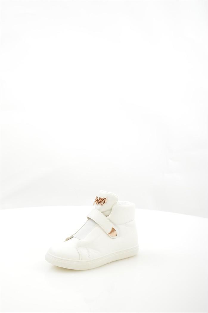 Кеды Coco PerlaЖенская обувь<br>Детали: текстильная подкладка и стелька, застежка на липучки, плотная подошва.<br> <br> Материал верха искусственная кожа<br> Внутренний материал текстиль<br> Материал подошвы полимер<br> Материал стельки текстиль<br> Высота голенища / задника 10.5 см<br> Сезон демисезон<br> Цвет белый<br> Застежка на липучках<br><br> Страна: Франция<br><br>Высота голенища / задника: 10.5 см<br>Материал: Искусственная кожа<br>Сезон: ВЕСНА/ОСЕНЬ<br>Коллекция: Весна-лето<br>Пол: Женский<br>Возраст: Взрослый<br>Цвет: Белый<br>Размер RU: 37
