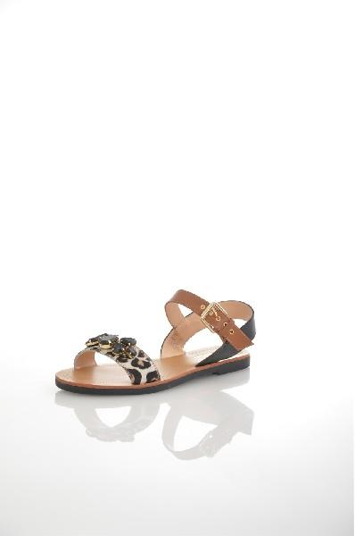 Сандалии JUST COUTUREЖенская обувь<br>Цвет: черный, коричневый<br> Состав: натуральная кожа<br> <br> Высота платформы: Низкая: 0.7 см<br> Материал верха: Кожа<br> Материал стельки: Кожа: 100 %<br> Материал подошвы: Резина: 100 %<br> Материал подкладки: Кожа: 100 %; натуральная кожа: 100 %; искусственная ко...<br><br>Высота каблука: 1 см<br>Высота платформы: 0.7 см<br>Материал: Натуральная кожа<br>Сезон: ЛЕТО<br>Коллекция: (Справочник &quot;Номенклатура&quot; (Общие)): Весна-лето<br>Пол: Женский<br>Возраст: Взрослый<br>Цвет: Черный<br>Размер RU: 38