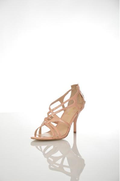 Сандалии GUESSЖенская обувь<br>Материал: Текстильное волокно<br> Детали: искусственная кожа, одноцветное изделие, скругленный носок, подошва из экокожи, каблук-стилет, молния, логотип<br> Размеры: Каблук: 9.5 см<br> Страна: США<br><br>Высота каблука: 9.5 см<br>Материал: Текстильное волокно<br>Сезон: ЛЕТО<br>Коллекция: (Справочник &quot;Номенклатура&quot; (Общие)): Весна-лето<br>Пол: Женский<br>Возраст: Взрослый<br>Цвет: Бежевый<br>Размер RU: 37