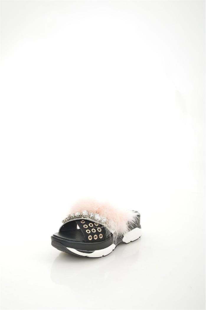 Сабо River IslandЖенская обувь<br>Материал верха: искусственная лаковая кожа, искусственный велюр<br> Внутренний материал: искусственная кожа<br> Материал подошвы: полимер<br> Материал стельки: искусственная кожа<br> Высота каблука: 5.5 см<br> Высота платформы: 3.5 см<br> Сезон: лето<br> Цвет: черный<br> Детали обуви: камни/стразы, клепки, лакированные<br> <br> Страна бренда: Великобритания<br><br>Высота каблука: 5.5 см<br>Высота платформы: 3.5 см<br>Материал: Искусственная кожа<br>Сезон: ЛЕТО<br>Коллекция: Весна-лето<br>Пол: Женский<br>Возраст: Взрослый<br>Цвет: Черный<br>Размер RU: 37