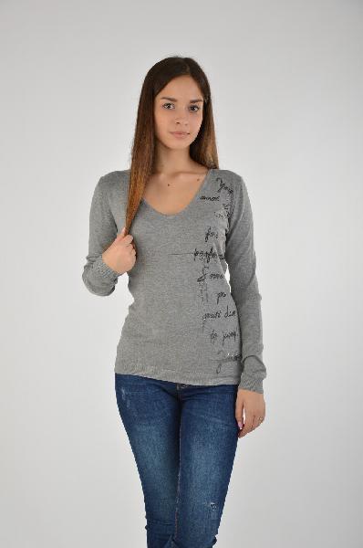 Пуловер, GUESSЖенская одежда<br>Состав: полиамид 15%, эластан 3%, вискоза 82%<br><br>Стильный пуловер модндого кроя. Модель выполнена из высококачественного материала приятной расцветки. Отличный вариант для повседневного использования.<br>Страна: США<br><br>Материал: Вискоза<br>Сезон: МУЛЬТИ<br>Коллекция: Весна-лето<br>Пол: Женский<br>Возраст: Взрослый<br>Цвет: Серый<br>Размер INT: M