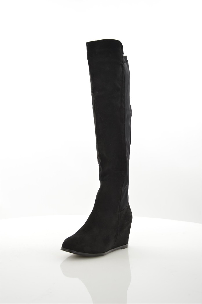 Ботфорты DameroseЖенская обувь<br>Детали: застежка на молнию; внутренняя отделка из текстиля; подошва из искусственного материала.<br> <br> Материал верха искусственная замша, текстиль<br> Внутренний материал текстиль<br> Материал стельки искусственная кожа<br> Материал подошвы полимер<br> Высота голенища / задника 46 см<br> Обхват голенища 34 см<br> Высота каблука 8 см<br> Тип каблука Танкетка<br> Застежка на молнии<br> Цвет черный<br> Сезон Демисезон<br> Стиль Повседневный<br> Коллекция Осень-зима<br> <br> Страна: Италия<br><br>Высота каблука: 8 см<br>Объем голени: 34 см<br>Высота голенища / задника: 46 см<br>Материал: Искусственная замша<br>Сезон: ВЕСНА/ОСЕНЬ<br>Коллекция: Осень-зима<br>Пол: Женский<br>Возраст: Взрослый<br>Цвет: Черный<br>Размер RU: 38