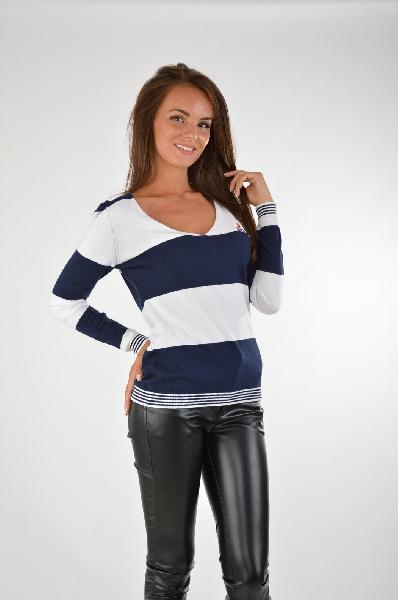 GIORGIO DI MARE ПуловерЖенская одежда<br>Стильный пуловер в бело-синей расцветке отлично подойдет для создания образов в морском стиле. Изделие будет удачно сочетаться с вещами в красном цвете. Модель имеет облегающий силуэт с длинными рукавами.<br> Цвет: Синий и белый  <br><br> Состав: 100% хлопок<br><br><br> Особенности: российский размер 42: обхват груди 84 см, обхват талии 65 см, обхват бедер 92 см, длина рукава 59 см<br><br><br> Страна: Испания<br><br>Материал: Хлопок<br>Сезон: ВЕСНА/ОСЕНЬ<br>Коллекция: Весна-лето<br>Пол: Женский<br>Возраст: Взрослый<br>Цвет: Разноцветный<br>Размер INT: S