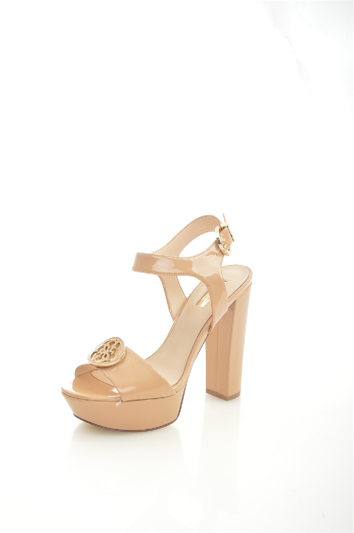 Босоножки GUESSЖенская обувь<br>Цвет: бежевый<br> Состав: ПВХ 100%<br> <br> Вид застежки: Пряжка<br> Материал подкладки обуви: текстиль<br> Высота каблука: 12 см<br> Высота подошвы: 2.5 см<br> Материал подошвы обуви: ПВХ<br> Материал стельки: натуральная кожа<br> Форма мыска: круглый<br> Модель пятки: с открытой пяткой<br> <br> Страна бренда: Соединенные Штаты<br><br>Высота каблука: 12 см<br>Высота платформы: 2.5 см<br>Материал: ПВХ<br>Сезон: МУЛЬТИ<br>Коллекция: Весна-лето<br>Пол: Женский<br>Возраст: Взрослый<br>Цвет: Бежевый<br>Размер RU: 38