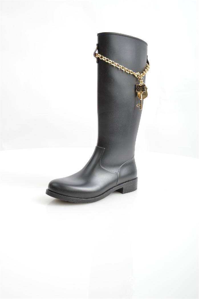 Резиновые сапоги Love MoschinoЖенская обувь<br>Цвет: черный<br> Материал верха: 100% ПВХ<br> Материал подкладки: 35% полиэтилена, 35% полиамид, 30% полиэстер<br> Материал подошвы: 100% ПВХ<br> <br> Страна дизайна: Италия<br> Страна производства: Босния и Герцеговина<br><br>Материал: ПВХ<br>Сезон: ВЕСНА/ОСЕНЬ<br>Коллекция: Весна-лето<br>Пол: Женский<br>Возраст: Взрослый<br>Цвет: Черный<br>Размер RU: 38