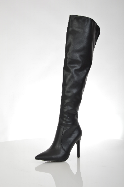 Ботфорты InarioЖенская обувь<br>Ботфорты на высокой шпильке от Inario выполнены из искусственной гладкой кожи черного цвета. Детали: байковая подкладка, эластичная вставка сверху задника, заостренный мыс.<br> <br> Материал верха искусственная кожа<br> Внутренний материал байка<br> Материал стельки байка<br> Материал подошвы искусственный материал<br> Обхват голенища 38 см<br> Высота каблука 11 см<br> Высота 51 см<br> Цвет черный<br> Сезон Демисезон, Зима<br> Коллекция Осень-зима<br> Страна: Россия<br><br>Высота каблука: 11 см<br>Объем голени: 38 см<br>Материал: Искусственная кожа<br>Сезон: ЗИМА<br>Коллекция: Осень-зима<br>Пол: Женский<br>Возраст: Взрослый<br>Цвет: Черный<br>Размер RU: 38