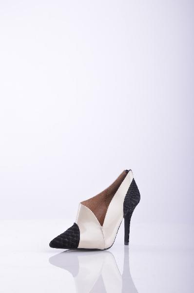 Туфли JEFFREY CAMPBELLЖенская обувь<br>Змеиный принт, двухцветный узор, узкий носок, без аппликаций, резиновая подошва, шпилька. <br> Высота каблука: 10 см <br>Страна: США<br><br>Высота каблука: 10 см<br>Материал: Натуральная кожа<br>Сезон: ЛЕТО<br>Коллекция: Весна-лето<br>Пол: Женский<br>Возраст: Взрослый<br>Цвет: Разноцветный<br>Размер RU: 37