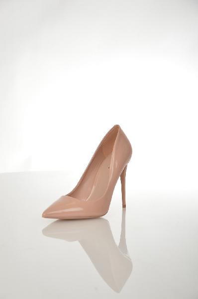 Туфли AldoЖенская обувь<br>Туфли Aldo выполнены из искусственной лаковой кожи розового цвета. Детали: стелька из натуральной кожи, заостренный мысок, небольшая платформа, шпилька.<br> <br> Материал верха искусственная лаковая кожа<br> Внутренний материал искусственная кожа<br> Материал стельки натуральная кожа<br> Материал подошвы искусственный материал<br> Высота каблука 11 см<br> Цвет Бежевый<br> Сезон Мульти<br> Коллекция Весна-лето<br> Страна: Канада<br><br>Высота каблука: 11 см<br>Материал: Искусственная кожа<br>Сезон: ЛЕТО<br>Коллекция: Весна-лето<br>Пол: Женский<br>Возраст: Взрослый<br>Цвет: Бежевый<br>Размер RU: 37