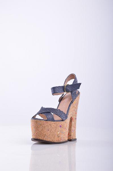 Босоножки JEFFREY CAMPBELLЖенская обувь<br>Стильные босоножки от JEFFREY CAMPBELL<br> Высота каблука: 17 см<br> Высота платформы: 6 см<br>Страна: США<br><br>Высота каблука: 17 см<br>Высота платформы: 6 см<br>Материал: Натуральная кожа<br>Сезон: ЛЕТО<br>Коллекция: Весна-лето<br>Пол: Женский<br>Возраст: Взрослый<br>Цвет: Темно-синий<br>Размер RU: 39