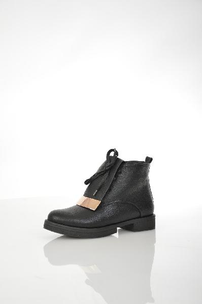 Ботинки ITEMBLACKЖенская обувь<br>Цвет: черный<br> Материал верха: кожа искусственная<br> Материал подкладки: текстиль (байка)<br> Материал стельки: текстиль (байка)<br> Материал подошвы: полиуретан, гладкая<br> Уход за изделием: протирать губкой<br> Страна: Италия<br><br>Высота платформы: 2 см<br>Материал: Искусственная кожа<br>Сезон: ВЕСНА/ОСЕНЬ<br>Коллекция: Осень-зима<br>Пол: Женский<br>Возраст: Взрослый<br>Цвет: Черный<br>Размер RU: 37
