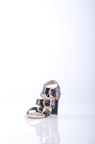 ANTONIO SIANO СандалииЖенская обувь<br>Описание: Одноцветное изделие, боковая пряжка, скругленный носок, без аппликаций, кожаная подошва, квадратный каблук. <br> Высота каблука: 10.5 см <br> Страна: Италия<br><br>Высота каблука: 10.5 см<br>Материал: Наппа<br>Сезон: ЛЕТО<br>Коллекция: (Справочник &quot;Номенклатура&quot; (Общие)): Весна-лето<br>Пол: Женский<br>Возраст: Взрослый<br>Цвет: Черный<br>Размер RU: 37