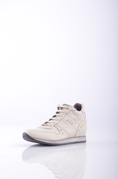 Кроссовки ANDREA MORELLIЖенская обувь<br>Материал: логотип, аппликации из металла, одноцветное изделие, шнуровка, скругленный носок, резиновая подошва.<br> Высота каблука: 6 см.<br>Страна: Италия<br><br>Высота каблука: 6 см<br>Материал: Натуральная кожа<br>Сезон: ЛЕТО<br>Коллекция: Весна-лето<br>Пол: Женский<br>Возраст: Взрослый<br>Цвет: Бежевый<br>Размер RU: 38