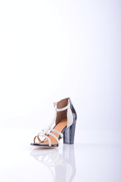 AGAIN&amp;AGAIN СандалииЖенская обувь<br>Текстурированная кожа, двухцветный узор, боковая пряжка, скругленный носок, эффект лакировки, без аппликаций, резиновая подошва с тиснением, обтянутый каблук.<br> Высота каблука: 9 см<br><br>Высота каблука: 9 см<br>Материал: Натуральная кожа<br>Сезон: ЛЕТО<br>Коллекция: Весна-лето<br>Пол: Женский<br>Возраст: Взрослый<br>Цвет: Белый<br>Размер RU: 37