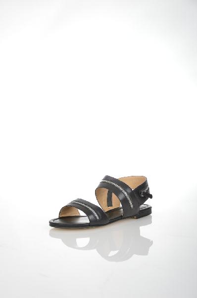 Сандалии VitacciЖенская обувь<br>Сандалии черного цвета Vitacci из натуральной кожи. Внутренняя отделка и стелька модели выполнены из натуральной кожи. Детали: сандалии декорированы металлическими молниями.<br> <br> Материал верха натуральная кожа<br> Внутренний материал натуральная кожа<br> Мат...<br><br>Материал: Натуральная кожа<br>Сезон: ЛЕТО<br>Коллекция: (Справочник &quot;Номенклатура&quot; (Общие)): Весна-лето<br>Пол: Женский<br>Возраст: Взрослый<br>Цвет: Черный<br>Размер RU: 38