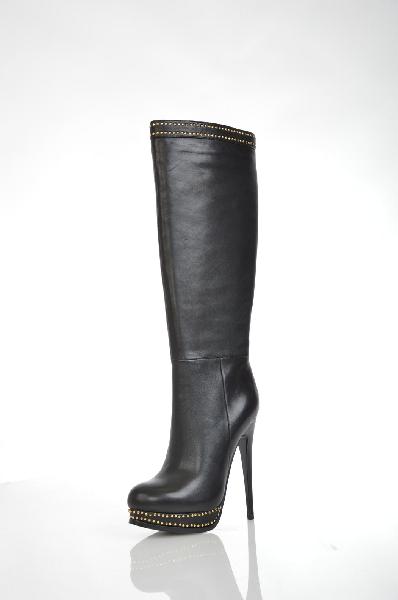 Сапоги VitacciЖенская обувь<br>Цвет: черный<br> Материал верхана: туральная кожа<br> Материал подкладки: текстиль<br> Материал подошвы: ПУ<br> Параметры изделия: для размера 37/37: высота платформы 2,5 см, ширина носка стельки 7,5 см, обхват голенища 38 см<br> Страна: Россия<br><br>Высота платформы: 2.5 см<br>Объем голени: 38 см<br>Материал: Натуральная кожа<br>Сезон: ВЕСНА/ОСЕНЬ<br>Коллекция: Осень-зима<br>Пол: Женский<br>Возраст: Взрослый<br>Цвет: Черный<br>Размер RU: 37