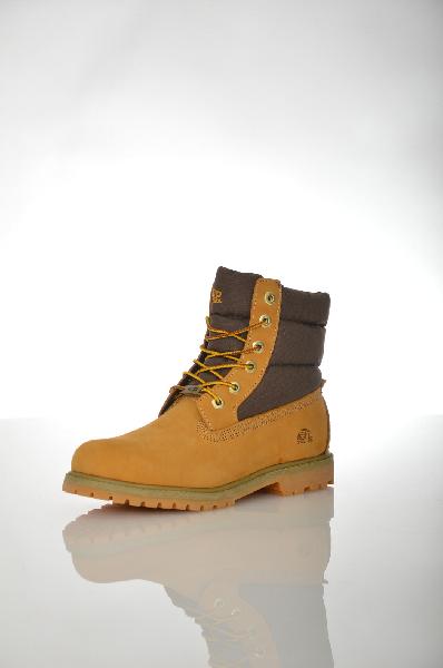 Ботинки PatrolЖенская обувь<br>Цвет: желтый, коричневый<br> <br> Состав: натуральный нубук, мех, резина<br> <br> Ботинки, верх которых выполнен из натурального материала. Модель на маленьком каблуке снабжена шнуровкой. Изделие оформлено контрастными вставками.<br> <br> Высота каблука Маленький, 2.5 см<br> Высота платформы Низкая, 1.5 см<br> Материал верха Нубук<br> Материал подошвы Резина<br> Форма мыска Закругленный мысок<br> Голенище Высота голенища, 13.0 см<br> Вид застежки Шнуровка<br> Форма каблука Широкий<br> Особенность материала верха Комбинированный<br> Сезон зима<br> Пол Женский<br> Страна Россия<br><br>Высота каблука: 2.5 см<br>Высота платформы: 1.5 см<br>Высота голенища / задника: 13 см<br>Материал: Натуральный нубук<br>Сезон: ЗИМА<br>Коллекция: Осень-зима<br>Пол: Женский<br>Возраст: Взрослый<br>Цвет: Желтый<br>Размер RU: 38
