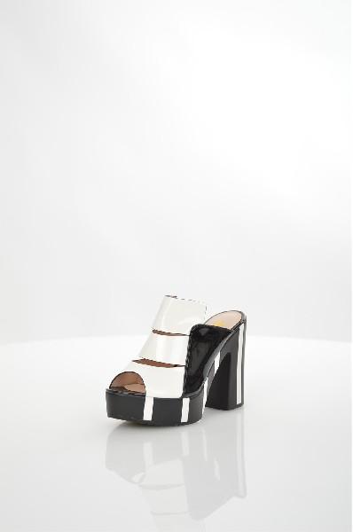 Сабо WilmarЖенская обувь<br>Сабо с открытым мысом Wilmar выполнены из искусственной лаковой кожи. Детали: внутренняя отделка и стелька из искусственной кожи, платформа и высокий толстый каблук.<br><br> <br><br> Материал верха искусственная лаковая кожа<br><br> Внутренний материал искусственная кожа<br> Материал стельки искусственная кожа<br> Материал подошвы полиуретан<br> Высота каблука 11.5 см<br> Высота платформы 3 см<br> Тип каблука Платформа<br> Застежка без застежки<br> Цвет черно-белый<br> Сезон Лето<br> Стиль Повседневный<br> Коллекция Весна-лето<br> Детали обуви лакированные<br> Узор Другое<br> Высота каблука Высокий<br><br> Страна: США<br><br>Высота каблука: 11.5 см<br>Высота платформы: 3 см<br>Материал: Искусственная кожа<br>Сезон: ЛЕТО<br>Коллекция: Весна-лето<br>Пол: Женский<br>Возраст: Взрослый<br>Цвет: Разноцветный<br>Размер RU: 38