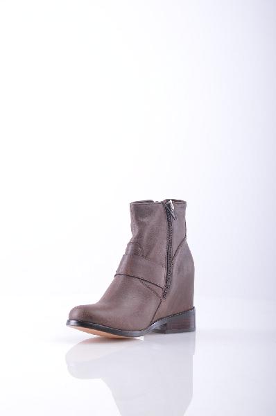 Полусапоги JEFFREY CAMPBELLЖенская обувь<br>Текстурированная кожа, ремешки, одноцветное изделие, молния, скругленный носок, внутри на подкладке, резиновая подошва.<br>Высота каблука: 10 см<br>Страна: США<br><br>Высота каблука: 10 см<br>Объем голени: 30 см<br>Высота голенища / задника: 12 см<br>Материал: Натуральная кожа<br>Сезон: ВЕСНА/ОСЕНЬ<br>Пол: Женский<br>Возраст: Взрослый<br>Цвет: Коричневый<br>Размер RU: 37