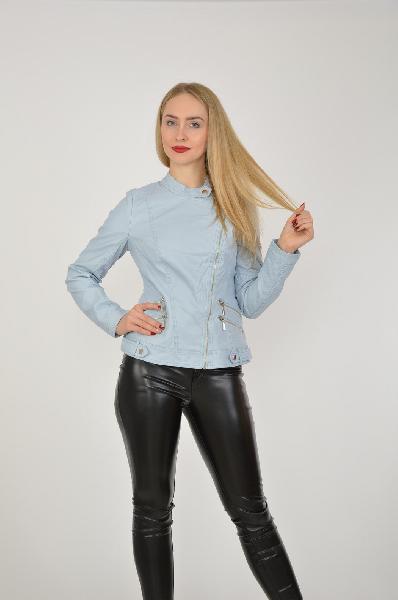 Куртка MohitoЖенская одежда<br>Цвет: светло-синий<br> Состав: 100% полиуретан<br><br>Описание: изделие выполнено из искусственной кожи, на подкладке<br> Параметры изделия: для размера 36/42: обхват груди 84-86 см, длина рукава 62 см, длина изделия по спинке 57 см<br> Уход за изделием: ручная стирка в холодной воде до 30 °С<br><br>Страна: Польша<br><br>Материал: Полиуретан<br>Сезон: ВЕСНА/ОСЕНЬ<br>Коллекция: Осень-зима<br>Пол: Женский<br>Возраст: Взрослый<br>Цвет: Голубой<br>Размер INT: S
