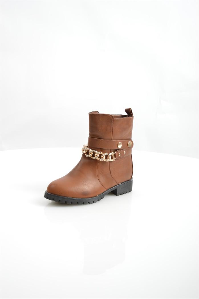 Полусапоги Vivian RoyalЖенская обувь<br>Детали: подкладка и стелька из искусственного меха, без застежки, металлическая цепь.<br> <br> Материал верха: искусственная кожа<br> Внутренний материал: искусственный мех<br> Материал подошвы: искусственный материал<br> Материал стельки: искусственный мех<br> Высота каблука: 3.5 см<br> Высота голенища / задника: 16 см<br> Обхват голенища: 31.5 см<br> Сезон: демисезон, зима<br> Цвет: коричневый<br> Детали обуви: камни/стразы, металл<br> <br> Страна: Россия<br><br>Высота каблука: 3.5 см<br>Объем голени: 31 см<br>Высота голенища / задника: 16 см<br>Материал: Искусственная кожа<br>Сезон: ЗИМА<br>Коллекция: Осень-зима<br>Пол: Женский<br>Возраст: Взрослый<br>Цвет: Коричневый<br>Размер RU: 38
