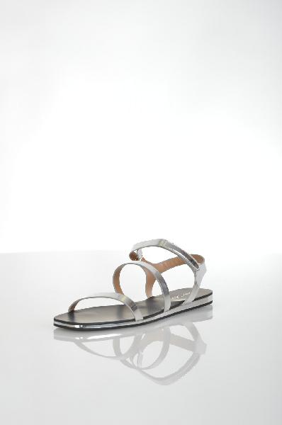 Сандалии AldoЖенская обувь<br>Футуристичные сандалии Aldo серебристого цвета. Модель выполнена из искусственной гладкой кожи и дополнена регулируемым ремешком на щиколотке. Детали: внутренняя отделка из полимерного материала, рельефная подошва.<br> <br> Материал верха искусственная кожа<br>...<br><br>Материал: Искусственная кожа<br>Сезон: ЛЕТО<br>Коллекция: (Справочник &quot;Номенклатура&quot; (Общие)): Весна-лето<br>Пол: Женский<br>Возраст: Взрослый<br>Цвет: Серый<br>Размер RU: 38