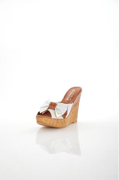 Сабо DAKKEMЖенская обувь<br>Материал верха: Натуральная кожа<br> Материал подкладки: Натуральная кожа<br> Подошва: ТЭП<br> Высота каблука: 12 см<br> Высота платформы: 3 см<br> Страна: Турция<br><br>Высота каблука: 12 см<br>Высота платформы: 3 см<br>Материал: Натуральная кожа<br>Сезон: ЛЕТО<br>Коллекция: Весна-лето<br>Пол: Женский<br>Возраст: Взрослый<br>Цвет: Бежевый<br>Размер RU: 38