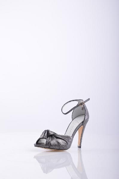 Босоножки MARIANЖенска обувь<br>Описание: ффект ламинировани, однотонное изделие, застежки-пржки по бокам , скругленный носок , без аппликаций, кожана подошва , обтнутый каблук-стилет. <br><br>Высота каблука: 10.5 см. <br>Страна: Испани<br><br>Высота каблука: 10.5 см<br>Материал: Натуральна кожа<br>Сезон: ЛЕТО<br>Коллекци: Весна-лето<br>Пол: Женский<br>Возраст: Взрослый<br>Цвет: Серый<br>Размер RU: 37
