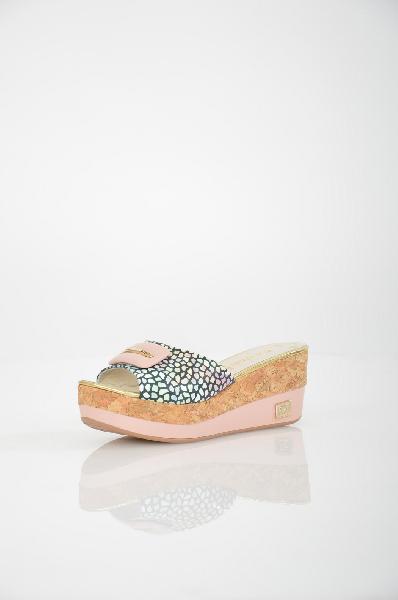Сабо Grand StyleЖенская обувь<br>Сабо на устойчивой платформе от Grand Style выполнены из натуральной гладкой кожи. Детали: открытый мыс, модель оформлена абстрактным узором, оригинальный декор с серебристыми стразами на подъеме.<br> <br> Материал верха натуральная кожа<br> Внутренний материал натуральная кожа<br> Материал стельки натуральная кожа<br> Материал подошвы искусственный материал<br> Высота каблука 6 см<br> Высота платформы 3 см<br> Цвет мультиколор<br> Страна Россия<br> Сезон Лето<br> Коллекция Весна-лето<br><br>Высота каблука: 6 см<br>Высота платформы: 3 см<br>Материал: Натуральная кожа<br>Сезон: ЛЕТО<br>Коллекция: Весна-лето<br>Пол: Женский<br>Возраст: Взрослый<br>Цвет: Разноцветный<br>Размер RU: 37